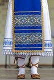 Detalj av den traditionella rumänska folkdräkten från Banat område, ROM-minne royaltyfri fotografi