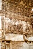 Detalj av den triumf- bågen av Titus, Rome fotografering för bildbyråer