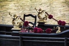 Detalj av den typiska venitian gondolen Fotografering för Bildbyråer