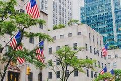 Detalj av den västra 49th gatan för 5th aveny i Manhattan med amer Arkivfoto