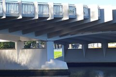 Detalj av den vita bron i Melbourne royaltyfria foton