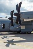 Detalj av det militära transportflygplanet Lockheed Martin C-130J toppna Hercules för turbopropmotor Arkivbilder