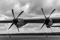 Detalj av det militära transportflygplanet Lockheed Martin C-130J toppna Hercules för turbopropmotor Arkivfoton