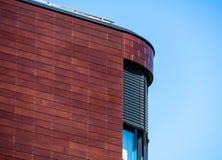 Detalj av det rundade hörnet av en stor byggnad, abstrakt begrepp Royaltyfria Foton