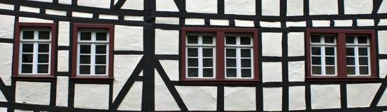 Detalj av det typisk halva timrade huset Royaltyfri Bild