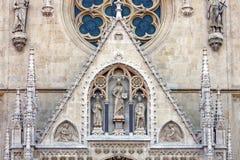 Detalj av domkyrkan i Zagreb, Kroatien fotografering för bildbyråer