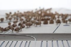 Detalj av en arkitektonisk modell av en by bak havfördämningen Fotografering för Bildbyråer