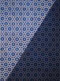 Detalj av en blå mosaik med geometriska former i Khan Palace av Khiva Arkivbilder