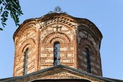 Detalj av en förstörd kyrka i Prizren, Kosovo arkivbild