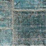 Detalj av en gammal blå patchworkmatta close upp Royaltyfri Bild