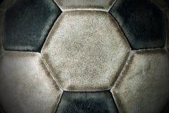 Detalj av en gammal fotbollboll royaltyfria bilder