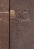 Detalj av en gammal medelhavs- dörr Arkivbilder