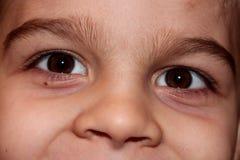 Detalj av en gullig barnframsida Arkivfoton