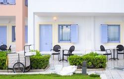 Detalj av en hotel& x27; s-lägenheter i en semesterort arkivbild