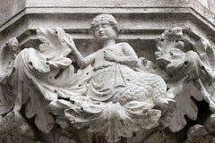 Detalj av en huvudstad av den hertigliga slotten i Venedig Royaltyfri Fotografi