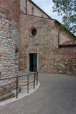 Detalj av en kyrka i Italien arkivbilder