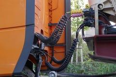 Detalj av en lastbil Hydraulik 24V arkivbild