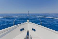 Detalj av en lyxig motorisk yacht Arkivfoton