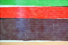 Detalj av en målad belagd med tegel fasad i vibrerande färger royaltyfria bilder