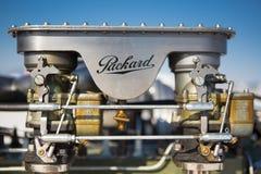 Detalj av en motor för tappningPackard bil under världen av hastighet Royaltyfri Bild