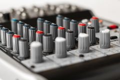 Detalj av en musikblandare i studio Royaltyfri Fotografi