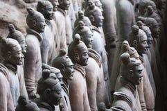 Detalj av en rang av soldater från armén av terrakottakrigare nära Xian, Shanxi Royaltyfria Bilder