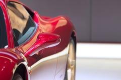 Detalj av en röd bil Arkivbilder