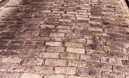 Detalj av en stenlagd gata i den Montmartre grannskapen arkivbild