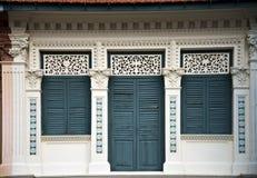 Detalj av en sydostlig asiat Shophouse Arkivbild