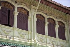 Detalj av en sydostlig asiat Shophouse Arkivfoton