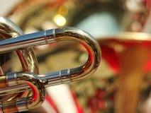 Detalj av en trombon i en mässingsmusikband Arkivbilder