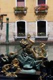 Detalj av en Venetian gondol Arkivbilder