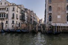 Detalj av en Venetian kanal royaltyfria foton