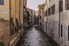 Detalj av en Venetian kanal royaltyfri bild