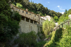 Detalj av eremitboningen - CELLER av St Francis av Assisi, Cortona Arkivfoton