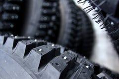 Detalj av ett däck med dubbar Arkivbild
