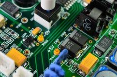 Detalj av ett elektroniskt bräde för utskrivaven strömkrets Royaltyfri Fotografi
