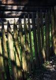 Detalj av ett gammalt trästaket Arkivbild