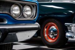 Detalj av ett hjul och ett fyrljus från Route 66 bilmuseum Arkivfoto