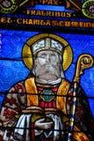 Detalj av ett målat glassfönster av en kyrka fotografering för bildbyråer