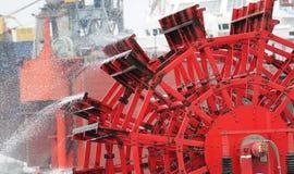 Detalj av ett rött skovelhjul Royaltyfri Fotografi