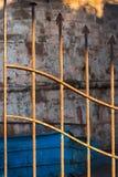 Detalj av ett rostat staket royaltyfri foto