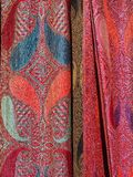 Detalj av färgglade Scarves Arkivfoton