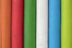 Detalj av färgrika träpoler Royaltyfria Bilder