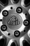 Detalj av fästande av ett hjul av en i naturlig storlek lyxig bil Maybach S57 Royaltyfria Bilder