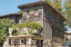 Detalj av fasaden av byggnader i staden av Sozopol Arkivfoton
