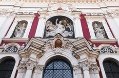Detalj av fasaden av kyrkan av vår dam av evig hjälp arkivfoton
