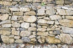 Detalj av gabionen för behållande vägg Arkivbilder