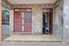 Detalj av gamla byggnader i havannacigarren, Kuba 50-talstil Arkivbild