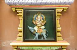 Detalj av garneringen av den hinduiska templet Royaltyfri Bild